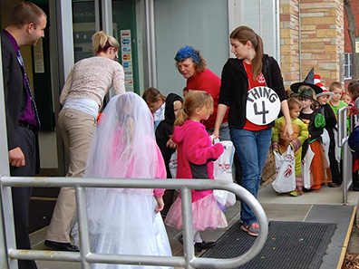 2014 Photo Gallery - Trick or Treating in the Village of Chatham 2014
