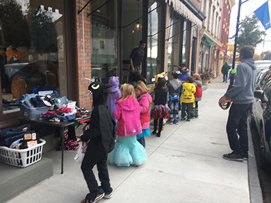 2016 Photo Gallery - Halloween in the village of Chatham -